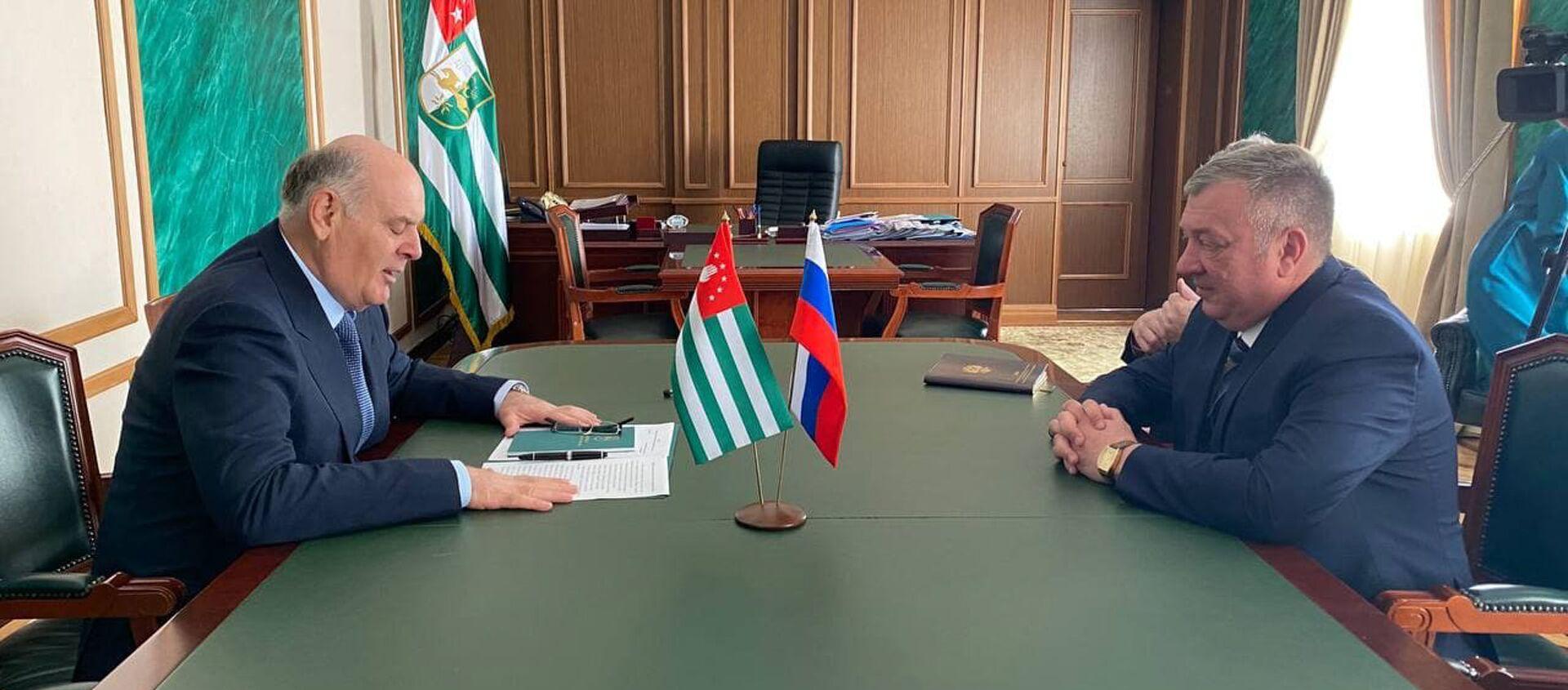 Встреча Аслана Бжания с заместителем правительства Забайкальского края - Sputnik Абхазия, 1920, 09.09.2021