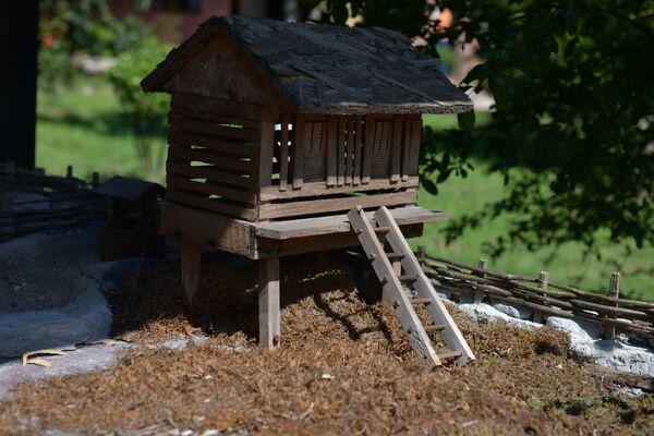 Автор макета абхазского подворья – житель села Блабырхуа Алхас Капба.   - Sputnik Абхазия