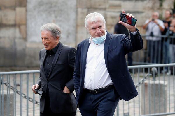 Мишель Друкер и Луис Фернандес на похоронах Жан-Поля Бельмондо в церкви Сен-Жермен-де-Пре в Париже. - Sputnik Абхазия