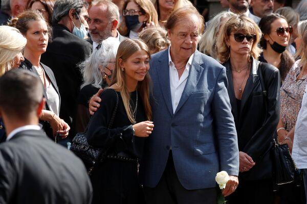 Стелла Бельмондо и родственники после церемонии похорон французского актера Жан-Поля Бельмондо в Париже. - Sputnik Абхазия