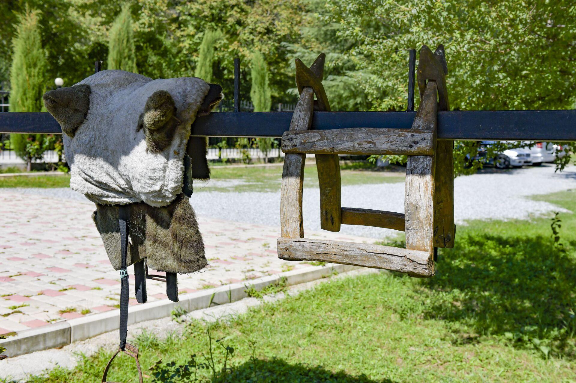 Абхазский двор в Бзыбьском ущелье - Мурман Пкин  - Sputnik Абхазия, 1920, 12.10.2021