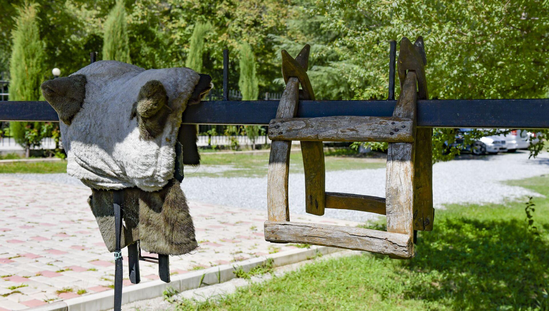 Абхазский двор в Бзыбьском ущелье - Мурман Пкин  - Sputnik Аҧсны, 1920, 11.09.2021