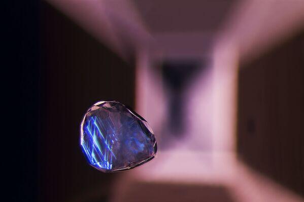 Снимок Calcite crystal inclusion suspended in a spinel gemstone фотографа из Таиланда Billie Hughes, занявший 19-е место в фотоконкурсе Nikon Small World 2021 - Sputnik Абхазия