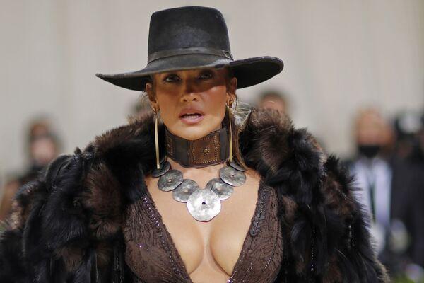 Американская актриса, певица, танцовщица, модельер и продюсер Дженнифер Лопес на Met Gala 2021 в Нью-Йорке. - Sputnik Абхазия