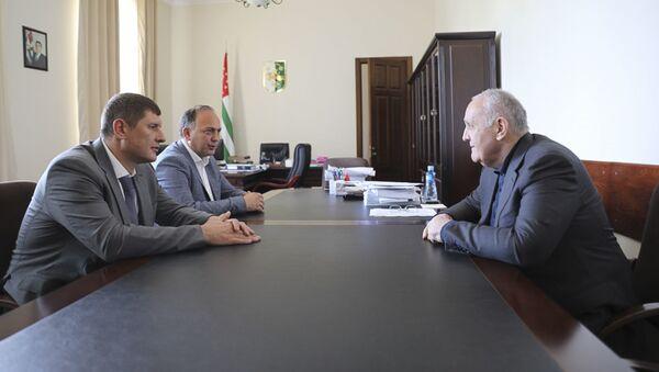 Премьер-министр Республики Абхазия Александр Анкваб встретился с Первым вице-губернатором Краснодарского края Андреем Алексеенко - Sputnik Аҧсны