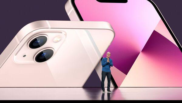 Генеральный директор Apple Тим Кук на презентации iPhone 13 - Sputnik Абхазия