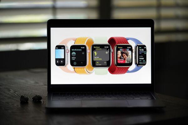 Новые модели Apple Watch Series 7 представлены во время виртуального мероприятия, посвященного анонсу новых продуктов Apple в Ла-Хабре, Калифорния. - Sputnik Абхазия