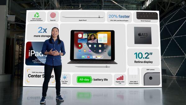 Мелоди Куна из Apple рассказывает о расширенных функциях нового iPad во время специального мероприятия в Apple Park в Купертино, Калифорния. - Sputnik Абхазия