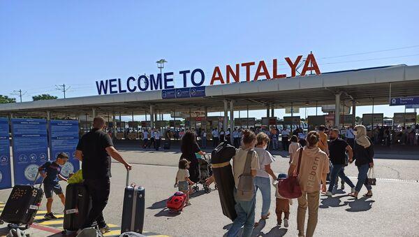 Российские туристы на курортах Турции - Sputnik Аҧсны