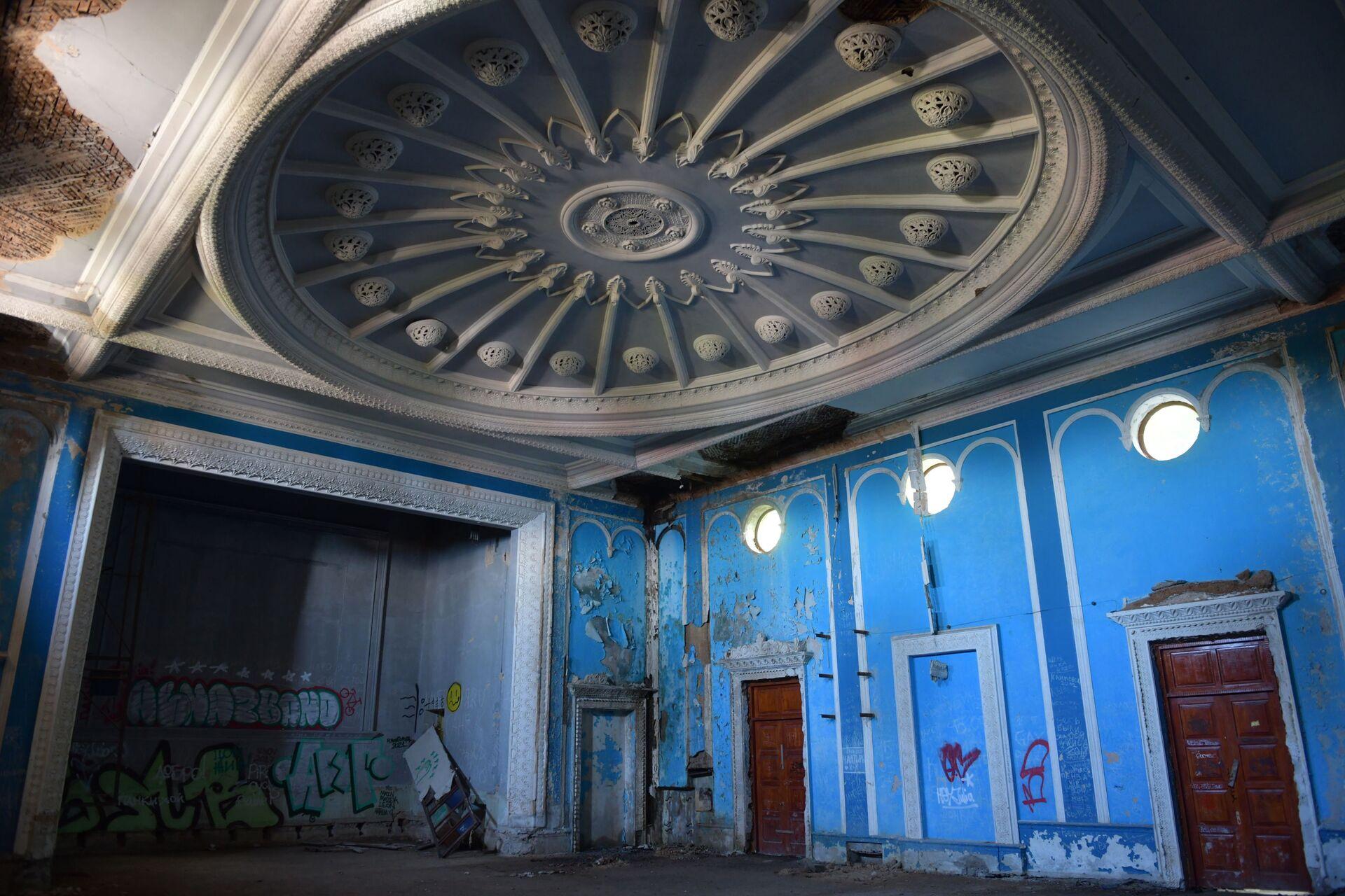 Заброшенный дворец культуры в Гагре  - Sputnik Абхазия, 1920, 12.10.2021