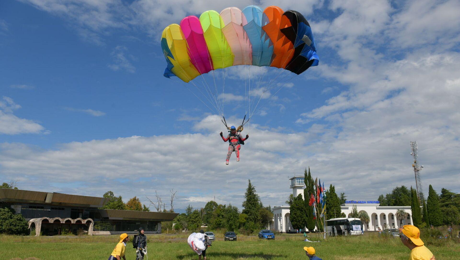 Cоревнования по парашютному спорту открылись в Абхазии - Sputnik Аҧсны, 1920, 18.09.2021