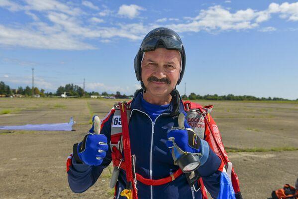 Участники чемпионата – опытные парашютисты, за плечами которых сотни прыжков. - Sputnik Абхазия
