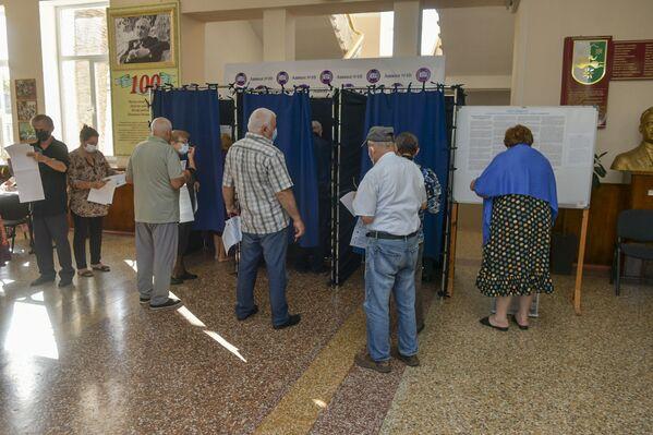 Проголосовать могли все граждане России, проживающие на территории Абхазии, а также временно находящиеся в стране, достигшие на день голосования 18 лет. - Sputnik Абхазия
