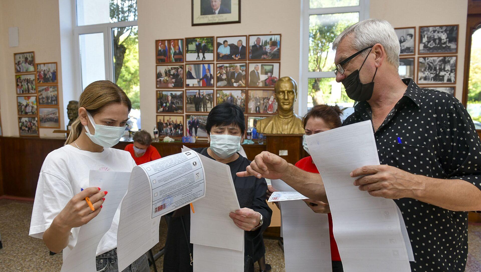 В Абхазии началось голосование на выборах в Госдуму России - Sputnik Абхазия, 1920, 19.09.2021