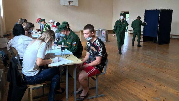 Голосование на выборах в Госдуму России в Гудауте - Sputnik Абхазия