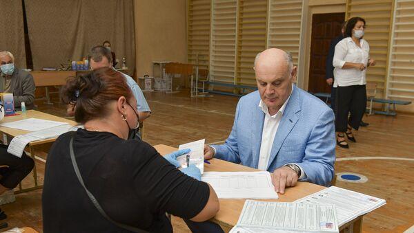Аслан Бжания проголосовал на выборах в Госдуму России - Sputnik Аҧсны