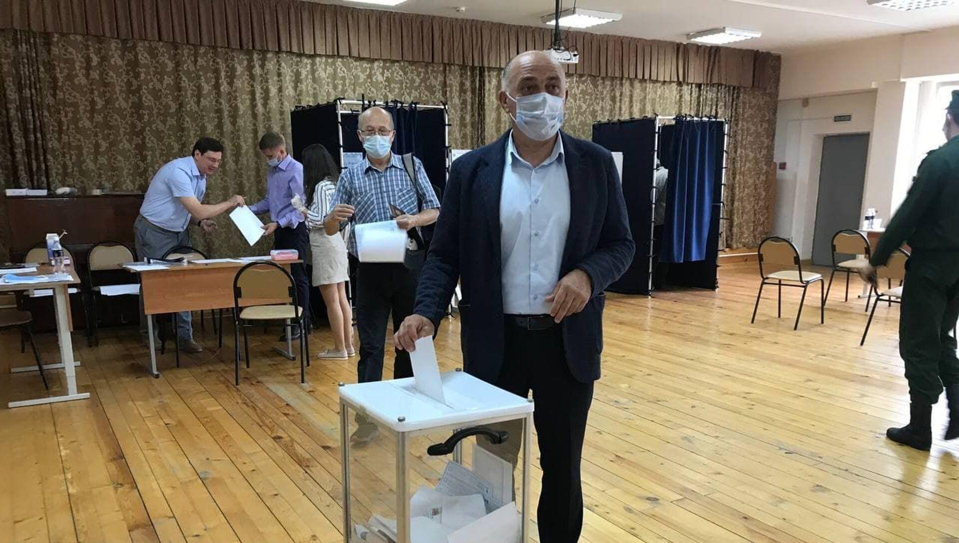 Баграт Боджгуа проголосовал на выборах в Госдуму России  - Sputnik Абхазия, 1920, 19.09.2021