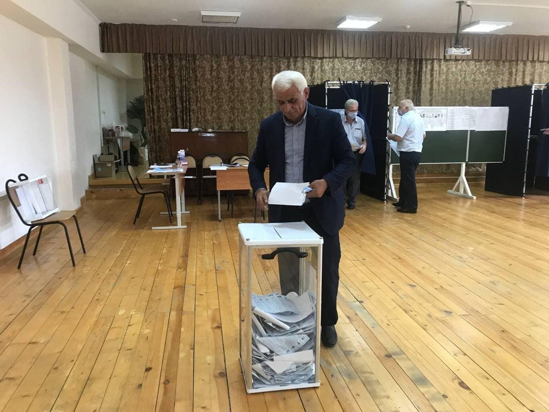 Валерий Авидзба проголосовал на выборах в Госдуму России - Sputnik Абхазия, 1920, 12.10.2021