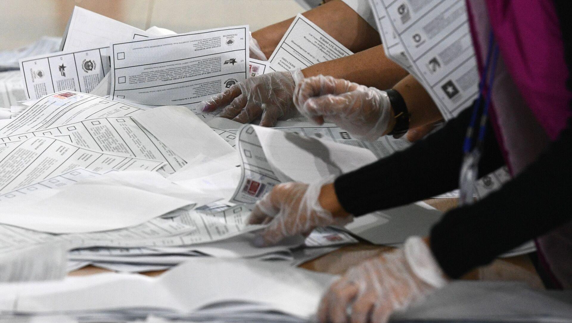 Подсчет голосов на выборах в единый день голосования - Sputnik Аҧсны, 1920, 20.09.2021