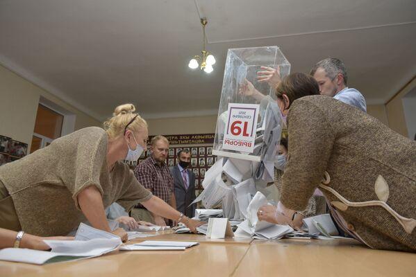 Все избирательные участки по выборам в Государственную Думу России закрылись в 20:00, начался подсчет голосов.  - Sputnik Абхазия