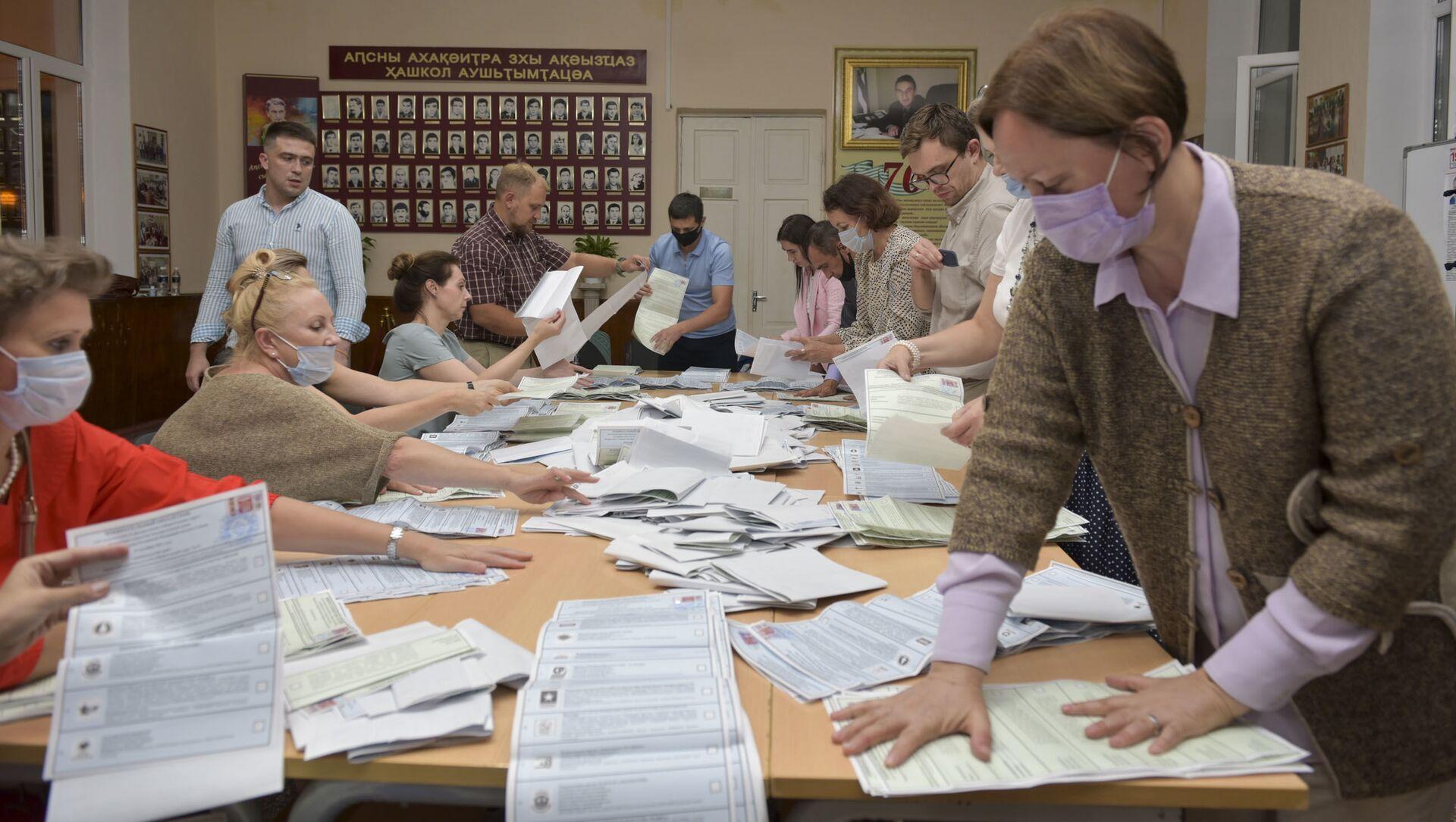 Все избирательные участки по выборам в Государственную Думу России начали подсчет голосов  - Sputnik Абхазия, 1920, 20.09.2021