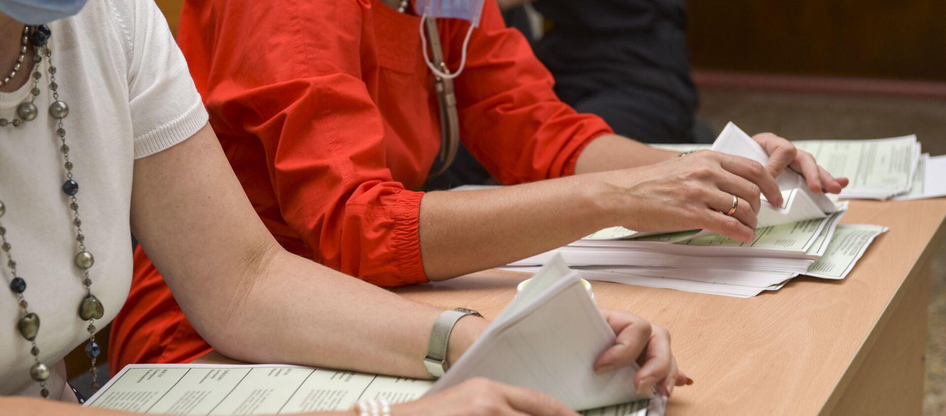 Все избирательные участки по выборам в Государственную Думу России начали подсчет голосов  - Sputnik Абхазия, 1920, 19.09.2021