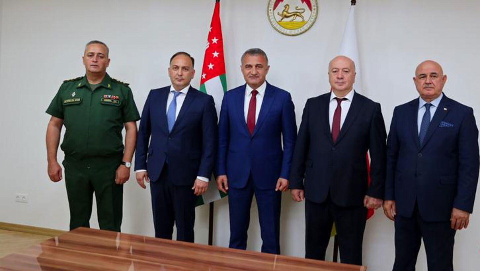 Президент Анатолий Бибилов принял делегацию Республики Абхазия - Sputnik Аҧсны, 1920, 21.09.2021