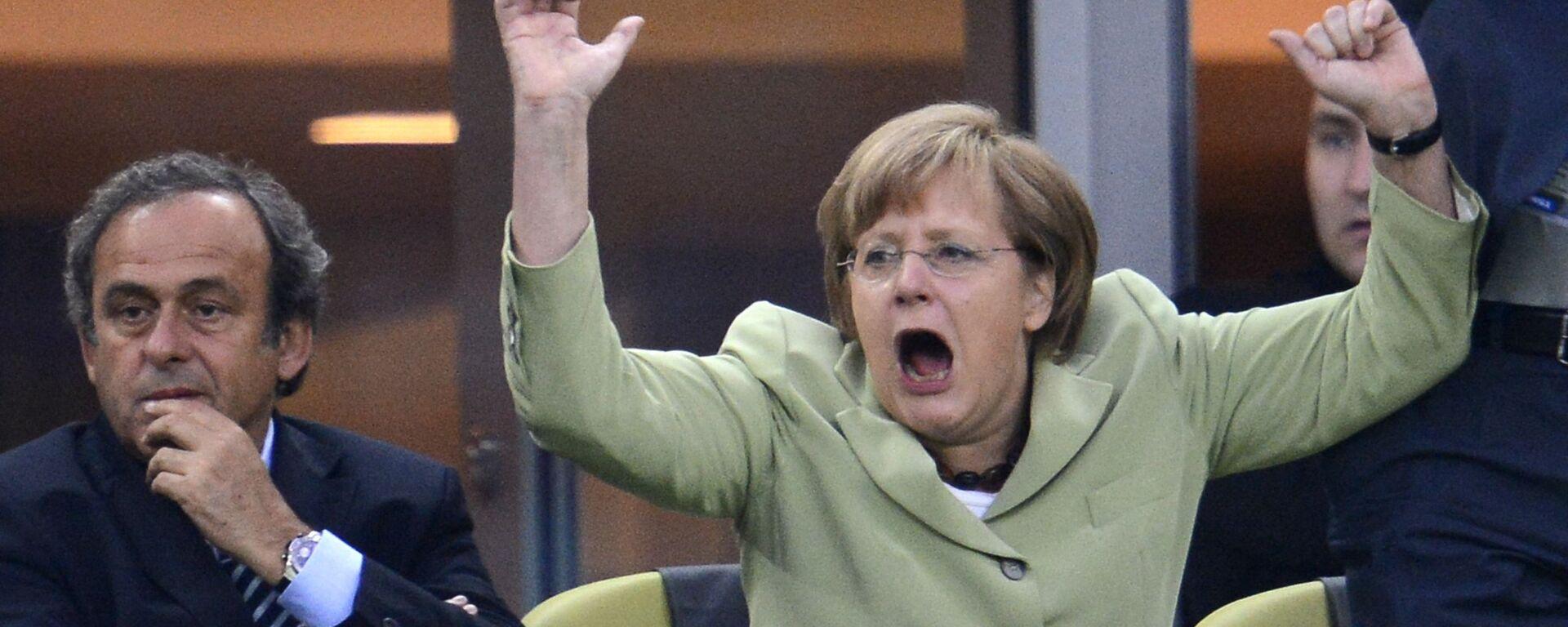 Канцлер Германии Ангела Меркель празднует на арене Гданьск - Sputnik Абхазия, 1920, 21.09.2021
