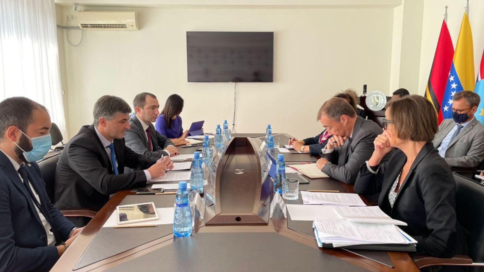 МИД Абхазии состоялась встреча заместителя министра иностранных дел Ираклия Тужба с сопредседателями Женевских дискуссий - Sputnik Абхазия, 1920, 21.09.2021