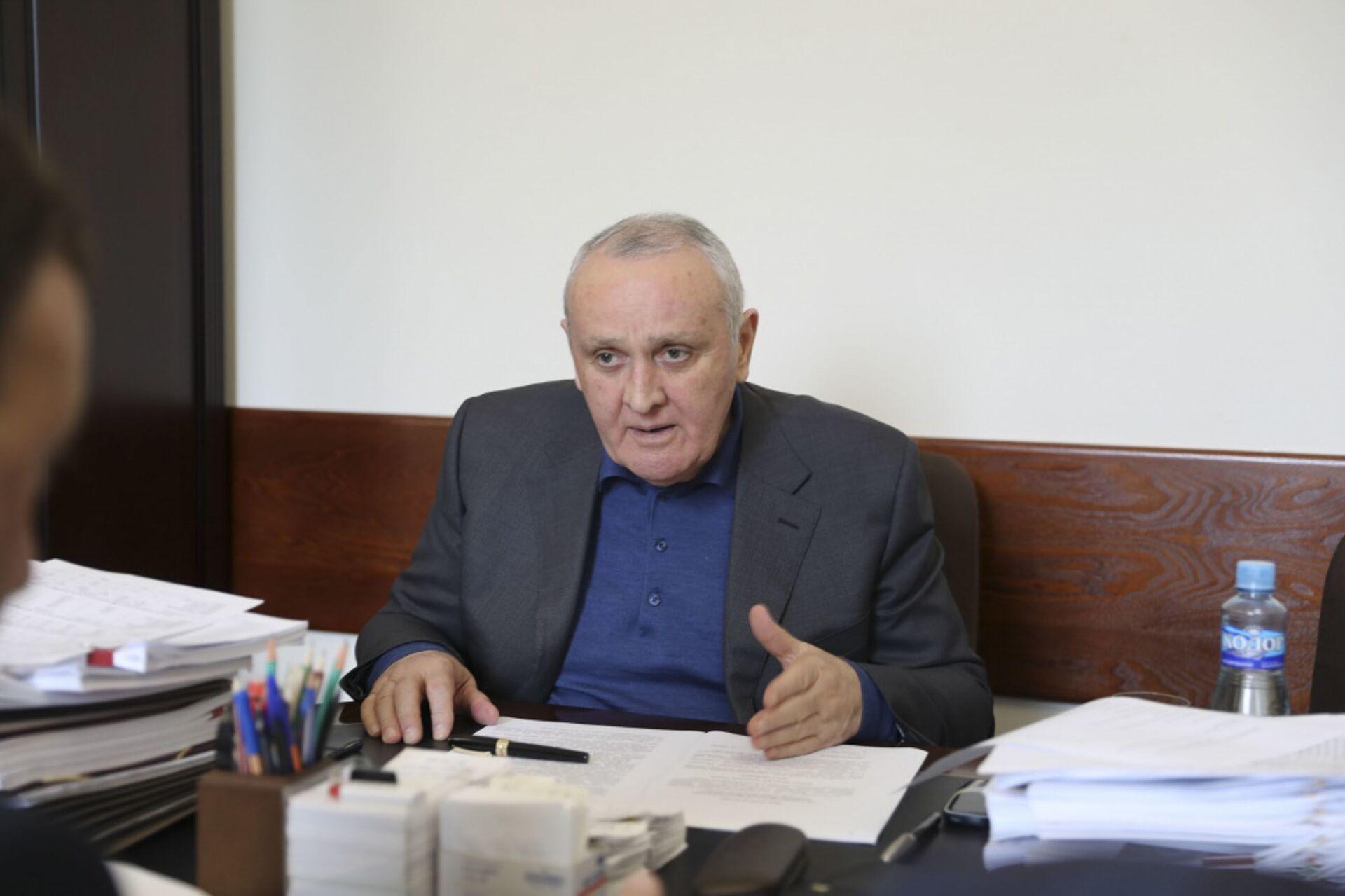 Премьер-министр Республики Абхазия Александр Анкваб провёл рабочее совещание - Sputnik Абхазия, 1920, 12.10.2021