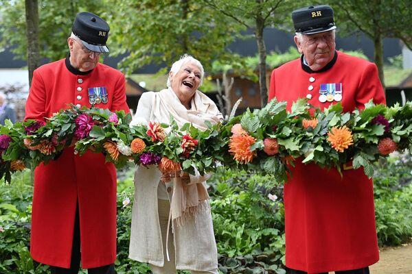 Джуди Денч во время цветочной выставки RHS Chelsea в Лондоне. - Sputnik Абхазия