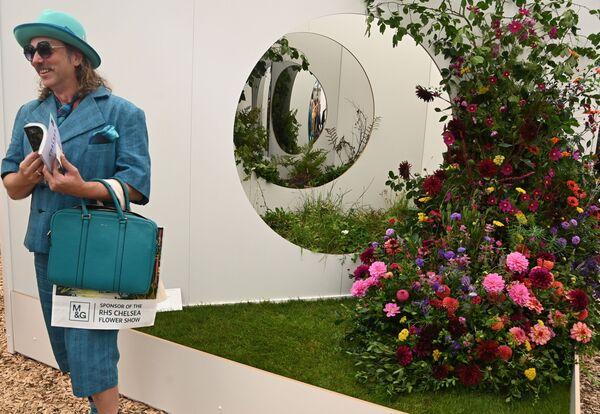 Посетитель на выставке цветов RHS Chelsea Flower Show в Лондоне. - Sputnik Абхазия
