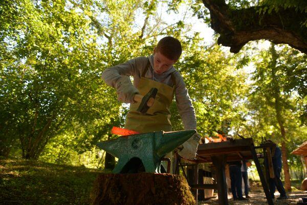 Самый молодой участник фестиваля Шамиль Апба из села Аацы. Ему 14 лет. - Sputnik Абхазия