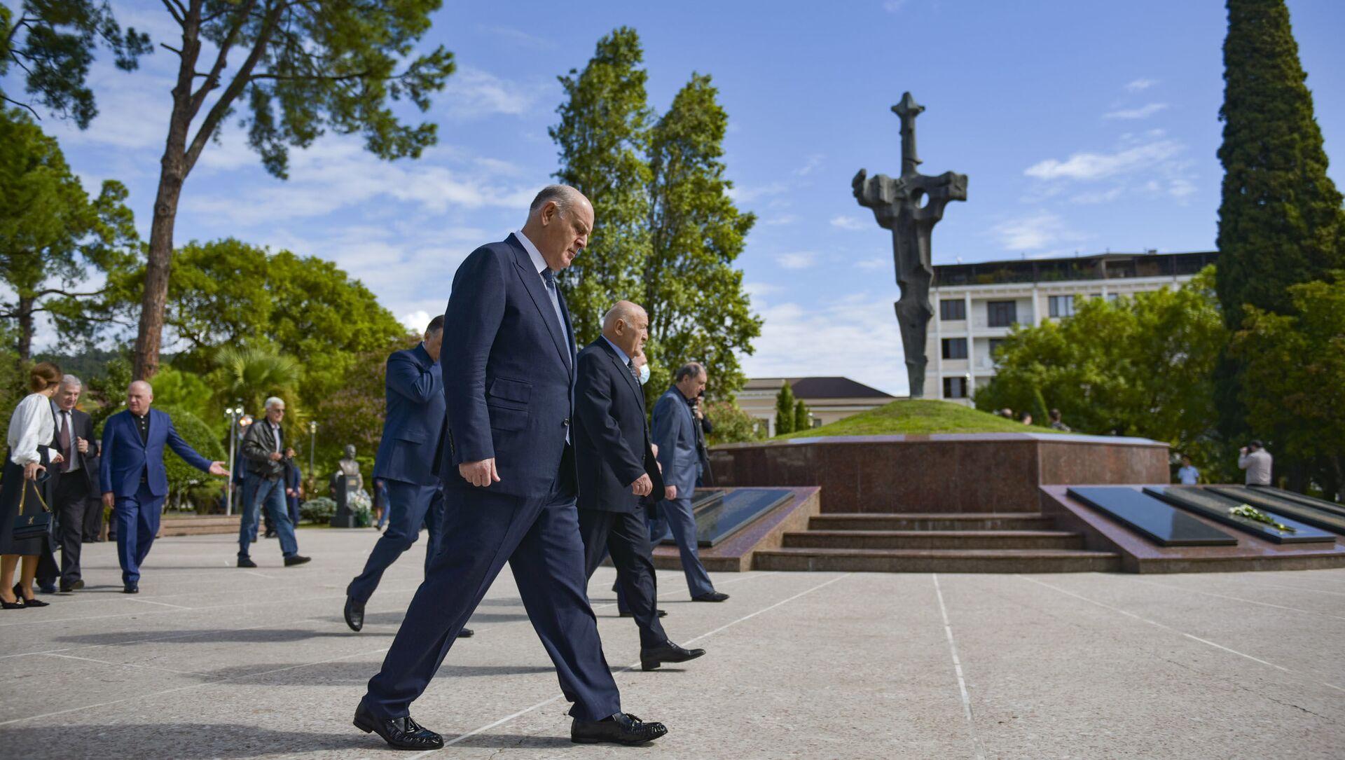 Руководство страны возложило цветы к мемориалу в Парке Славы в Сухуме  - Sputnik Абхазия, 1920, 27.09.2021