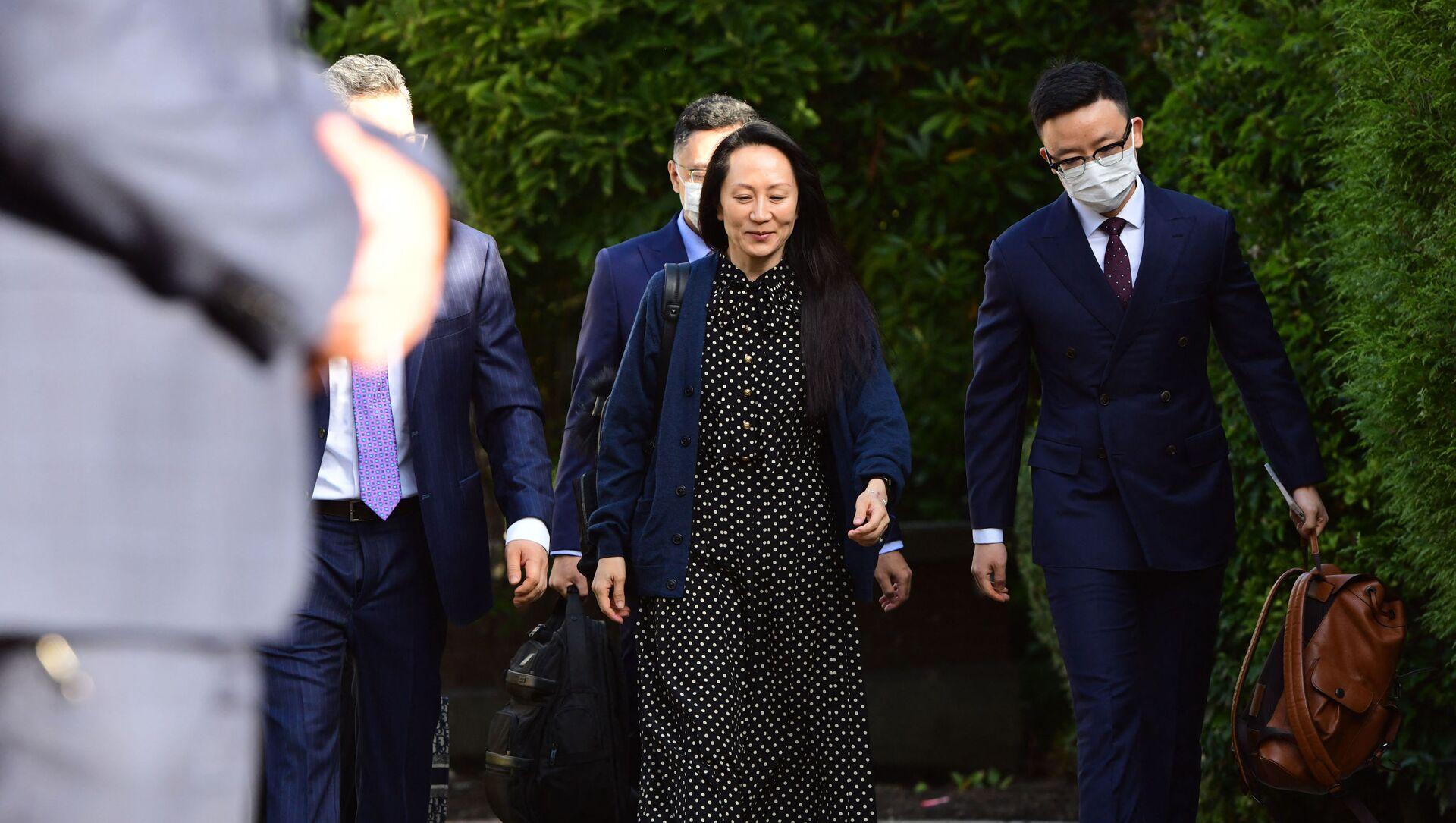 Финансовый директор Huawei Мэн Ваньчжоу покидает свой дом в Ванкувере, чтобы присутствовать на слушании по делу об экстрадиции - Sputnik Абхазия, 1920, 27.09.2021