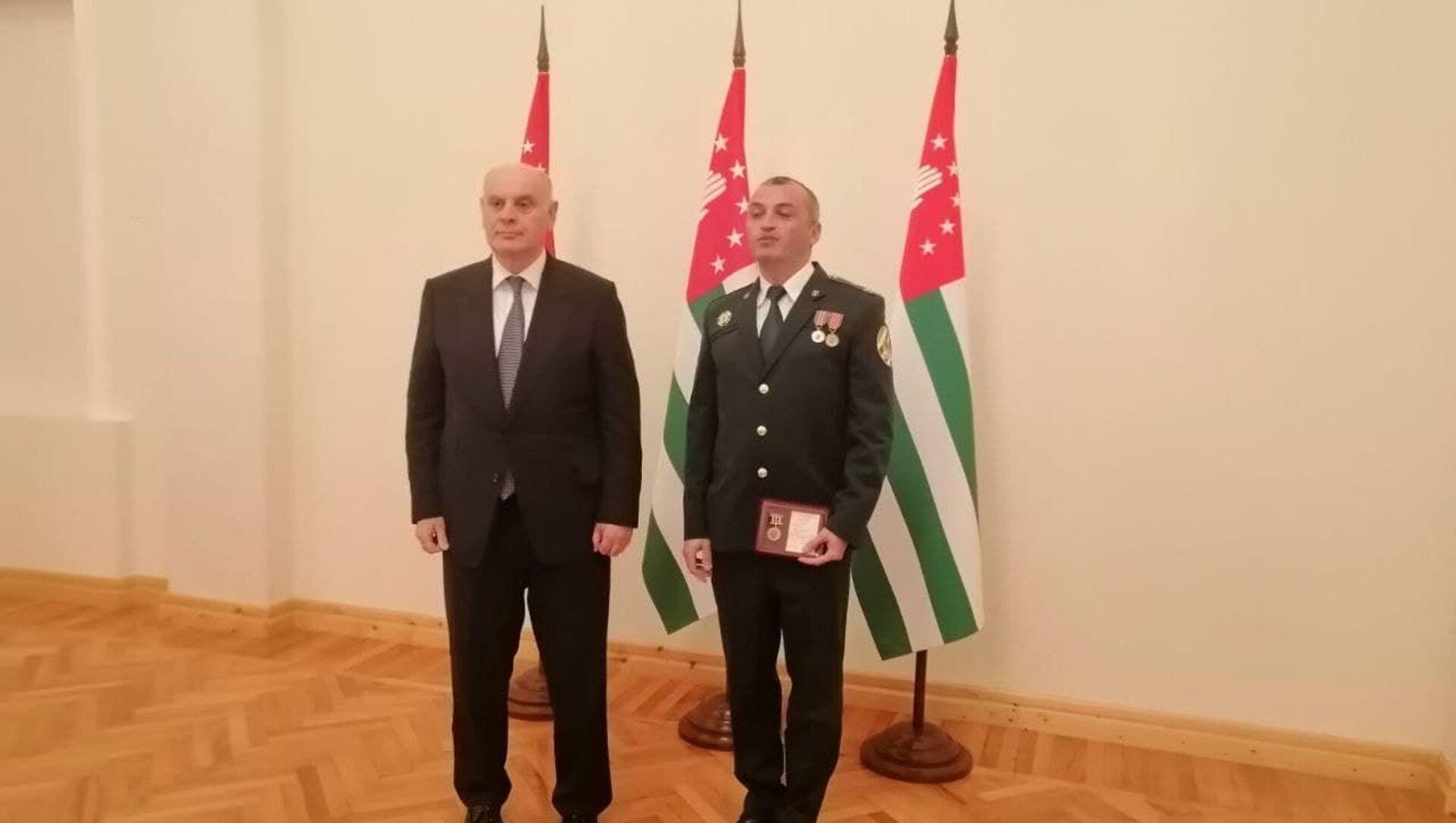 Президент Абхазии наградил сотрудников Государственного таможенного комитета - Sputnik Абхазия, 1920, 27.09.2021