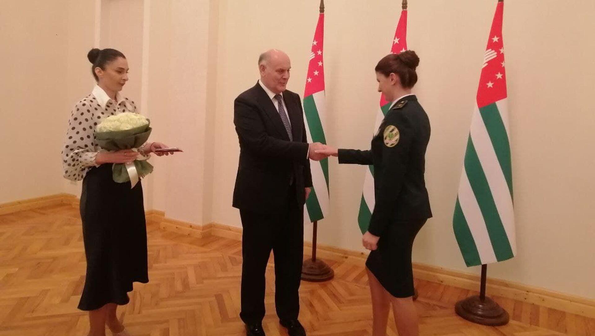Президент Абхазии наградил сотрудников Государственного таможенного комитета - Sputnik Аҧсны, 1920, 27.09.2021