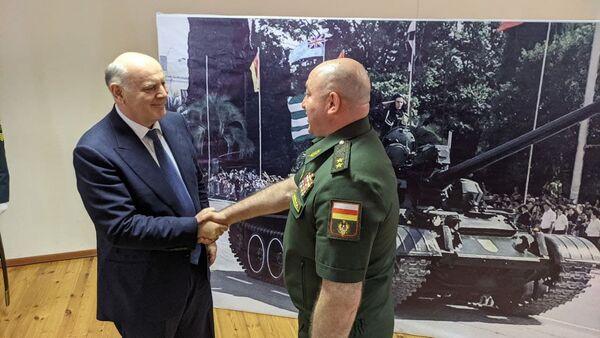 Аслан Бжания принял участие в торжественном собрании в Минобороны  - Sputnik Аҧсны