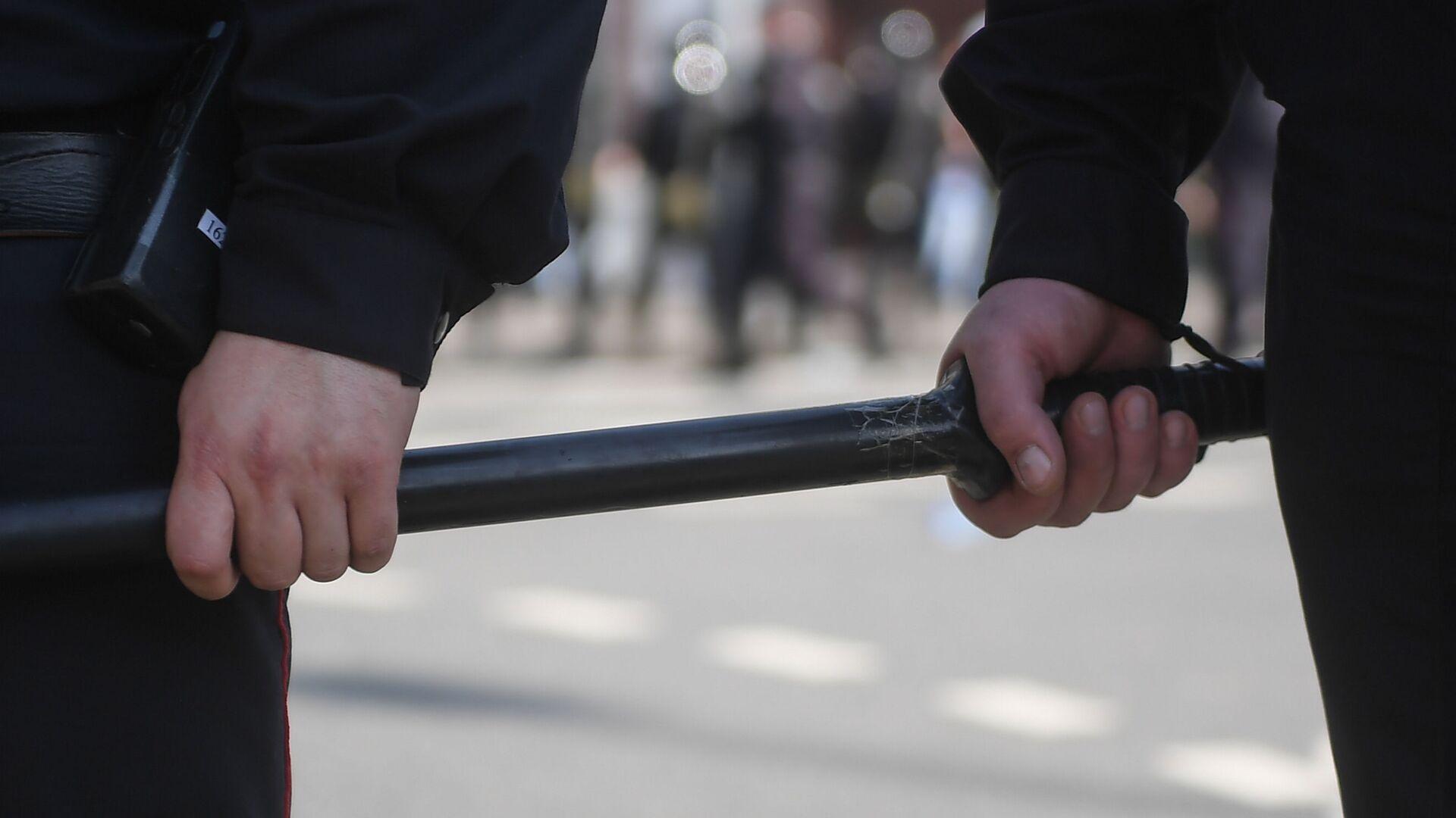 Сотрудники полиции на Пушкинской площади в Москве. - Sputnik Абхазия, 1920, 27.09.2021