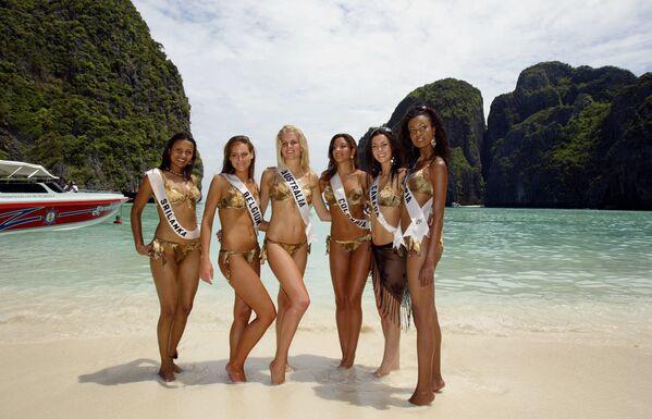 Участницы конкурса «Мисс Вселенная 2005» на острове Пхи-Пхи. - Sputnik Абхазия