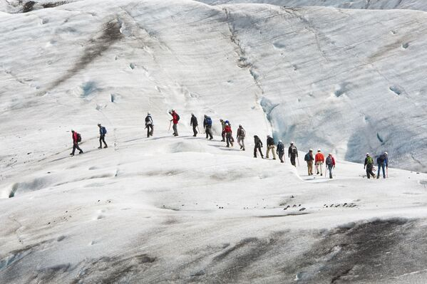 Группа альпинистов на леднике Ватнайокалл, Исландия. - Sputnik Абхазия