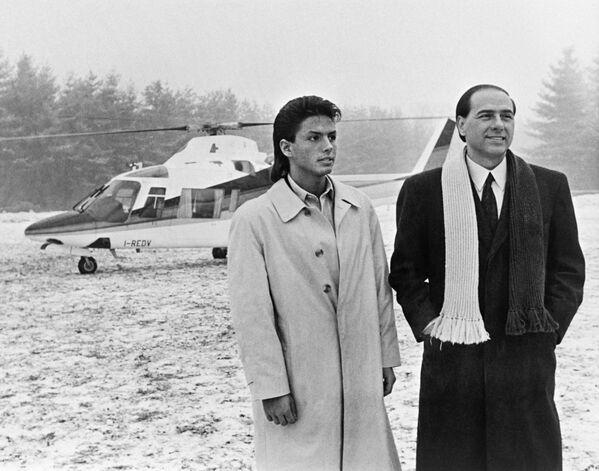Премьер-министр Италии Сильвио Берлускони и его сын Пьер Сильвио. - Sputnik Абхазия