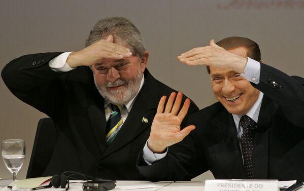 Премьер-министр Италии Сильвио Берлускони и президент Бразилии Луис Инасио Лула да Силва в Сан-Паулу. - Sputnik Абхазия