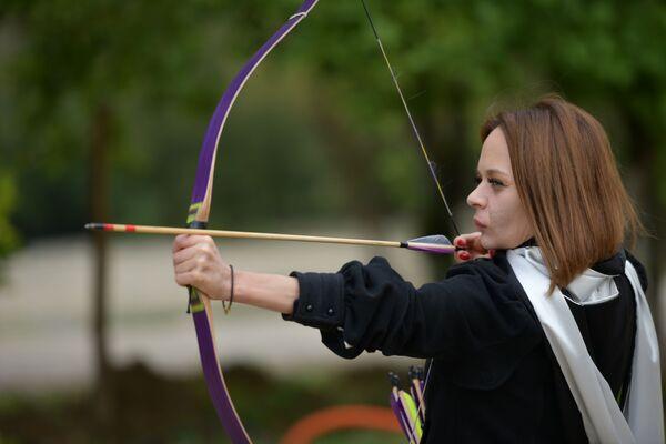 Организаторы предусмотрели для участниц отдельную дисциплину. Они стреляли по мишени на расстоянии в 30 метров.  - Sputnik Абхазия
