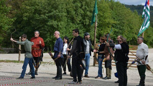 Быстрее, выше, точнее: турнир лучников Афырхы в селе Мгудзырхуа  - Sputnik Абхазия