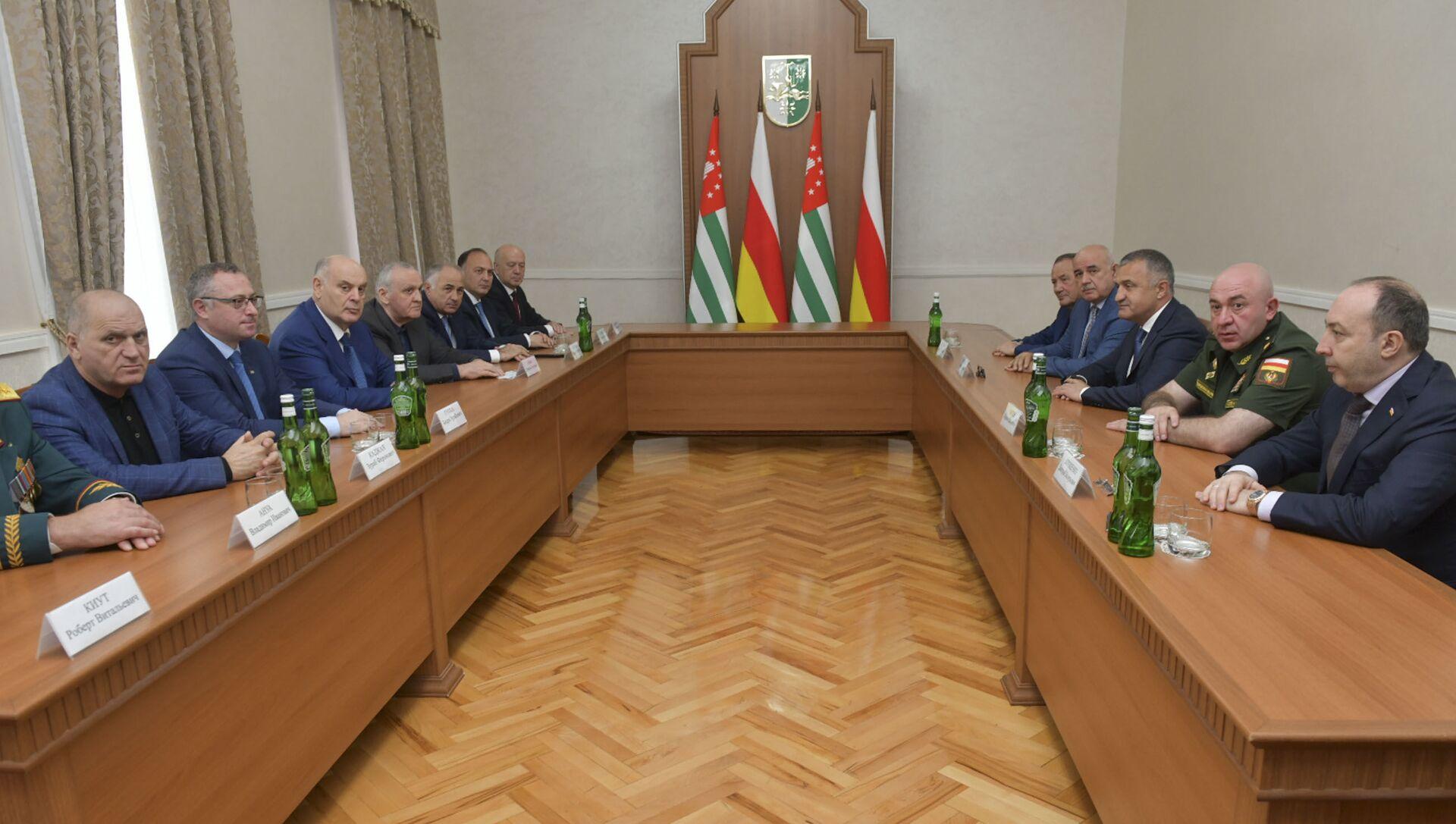 Состоялась расширенная встреча с участием глав ведомств Абхазии и Южной Осетии - Sputnik Абхазия, 1920, 30.09.2021