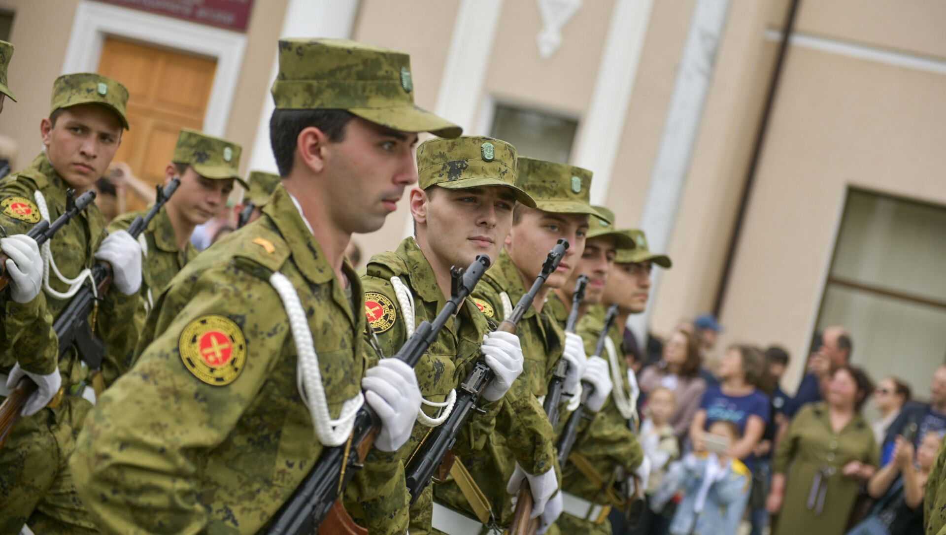 Торжественный марш в честь Дня Победы и Независимости прошел в Сухуме - Sputnik Аҧсны, 1920, 30.09.2021