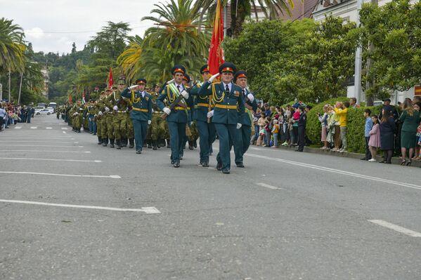 В честь Дня Победы и Независимости в Сухуме состоялся торжественный марш. - Sputnik Абхазия
