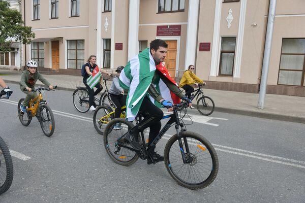 Ко Дню Победы и Независимости провели велопробег, который стартовал от верхнего Гумистинского моста и финишировал в Парке Славы. - Sputnik Абхазия