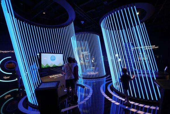Посетители немецкого павильона на Всемирной выставке Expo-2020. - Sputnik Абхазия